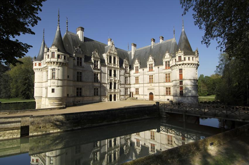 Chateau of Azay le Rideau, part of guided Loire Valley Day tour D3