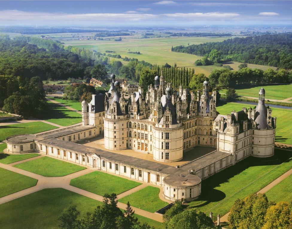 Chateau of Chambord, partof the guided Loire Valley Day tour D2