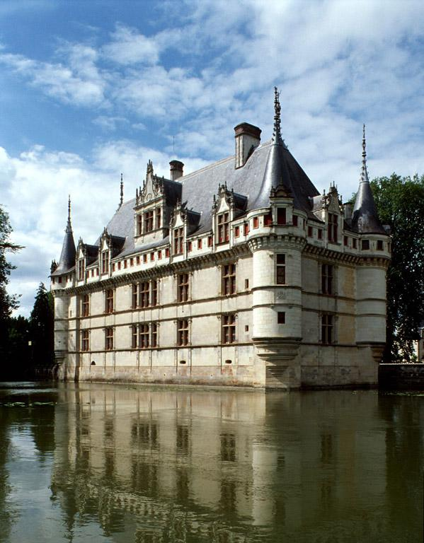 Chateau of Azay le Rideau, part of Loire Valley cycling tours B8