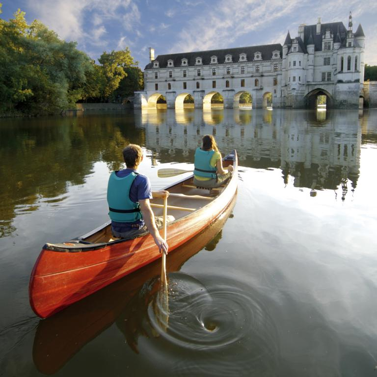 canoe tour by the Chateau of Chenonceau, part of Loire Valley cycling tour B6