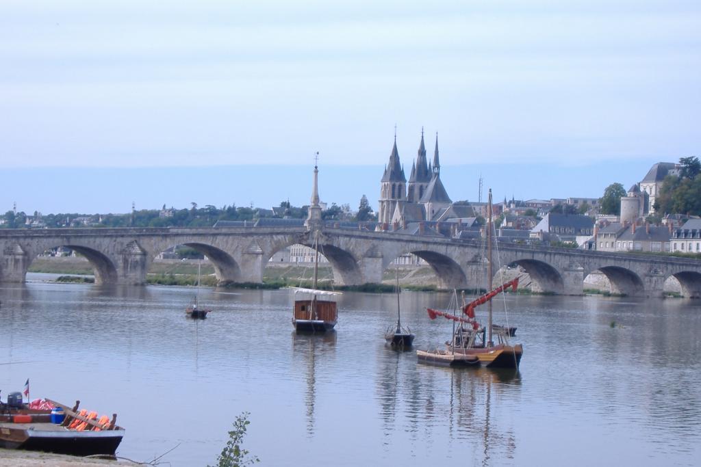 Blois Gabarre bridge - Part of Loire Valley cycling tour B6