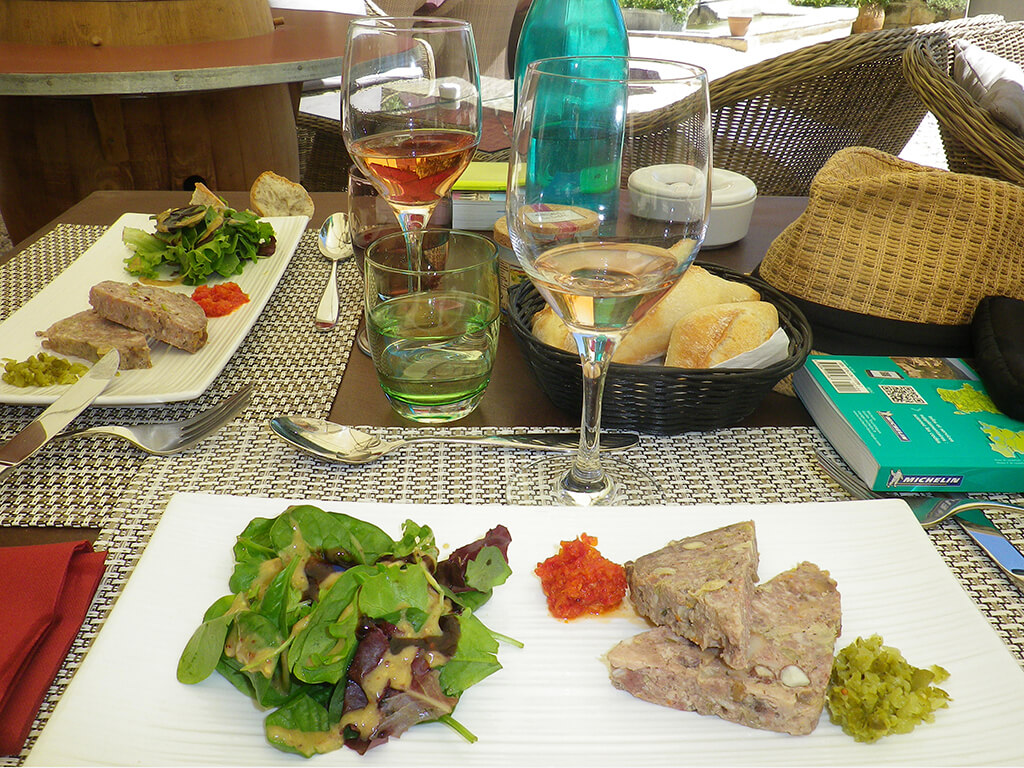Provence private tour around Alpilles - Lunch at a traditional restaurant