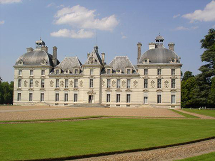Chateau of Cheverny, guided Loire Valley Day tour D1